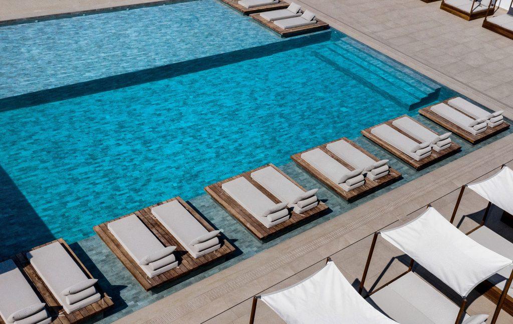 manoulas beach hotel Mykonos